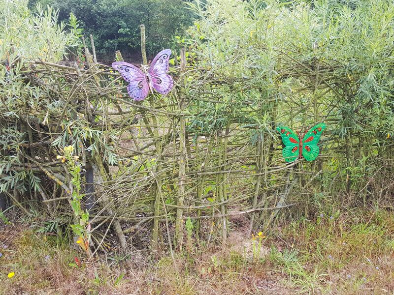 Einen Naturzaun bzw. Weidezaun selber bauen ist nicht schwer